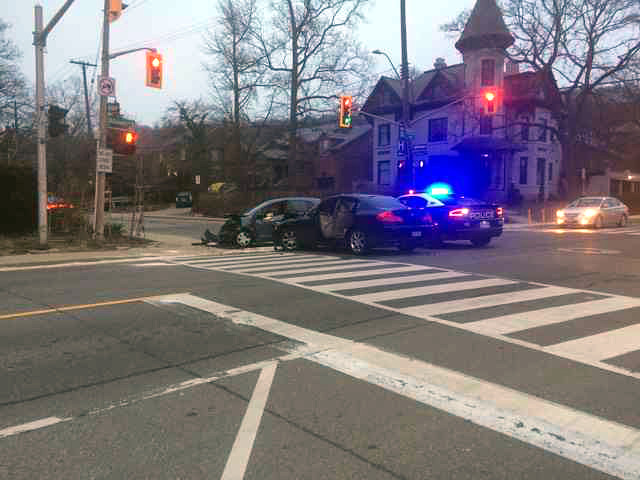 Motor vehicle collision at Aberdeen and Queen during morning rush hour on April 6, 2018 (Image Credit: Tadhg Taylor-McGreal)