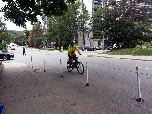 Cyclist riding on Bay Street South (RTH file photo)