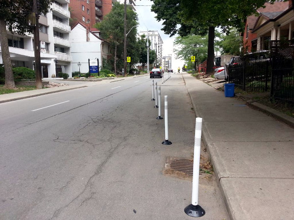 Knockdown bollards reinstalled south of Bay: no easy way for cyclists to ride behind them