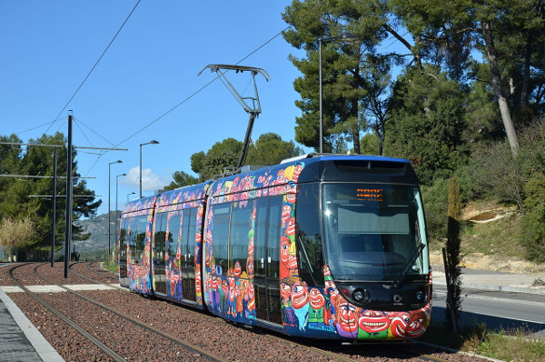 Alstom Citadis Compact LRT vehicles (Image Credit: Billy69150. Licenced under CC BY-SA 4.0 via Wikimedia Commons)