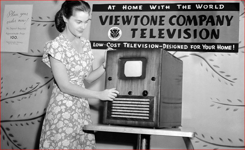 Post-WW2, 1945, television receiver with 5x7 screen sold for $100. (AP Photo/Ed Ford)