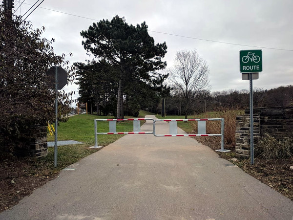 Double gates blocking the Chedoke path at Studholme and Aberdeen