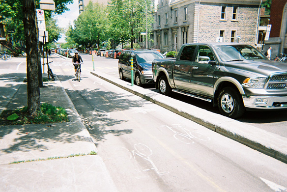 Curb separated bike lane in Montreal
