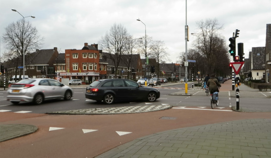 Dutch-style junction bike lane at an intersection (Image Credit: Bicycle Dutch)