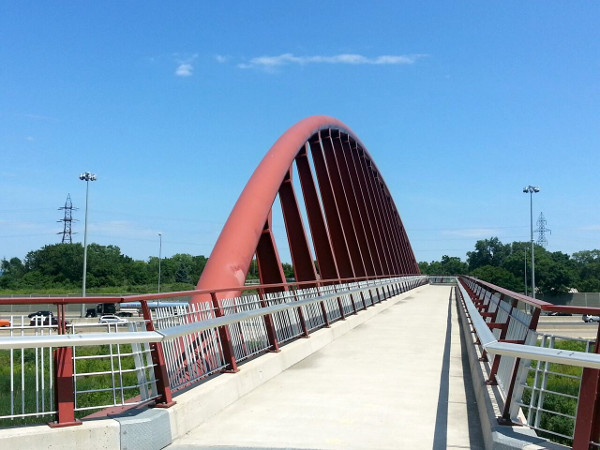 Pedestrian bridge across QEW (RTH file photo)