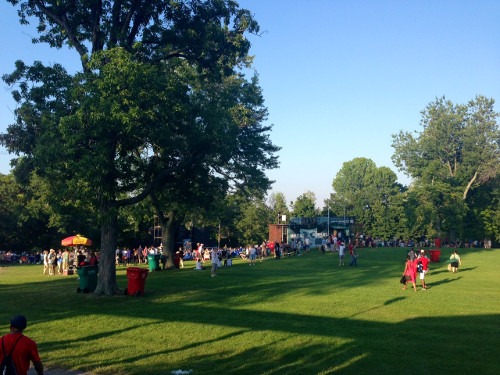 Thousands streaming to Delaware Park for Shakespeare in the park