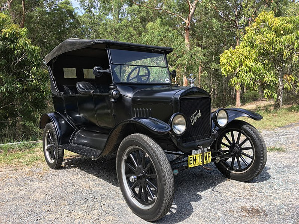 Ford Model T: Cars are so retro and obsolete! (Image Credit: Wikimedia Commons)