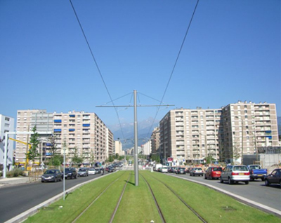 Figure 4 : suburban streetcar lines. Notice the grass growing between the rails: from a distance it looks just like a lawn! This could be Upper James (Image Credit: Wikipedia)