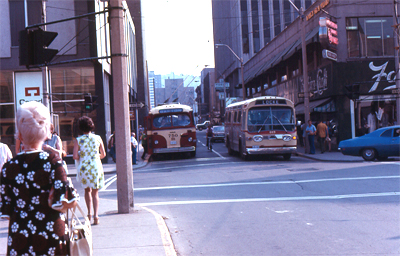 Buses, pedestrians and a cyclist on Hughson at King in 1972 (Photo Credit: <http://ca.geocities.com/hsrtrolleys@rogers.com/Trolleys.html>)