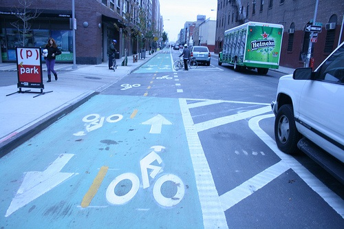 Protected two-way bike lane on Kent Avenue, Brooklyn (Image Credit: SFBike)
