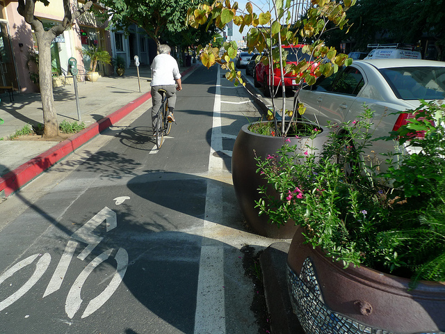 3rd Street Cycle Track (protected bike lane) in Long Beach (Image Credit: Downtown Pasadena Neighborhood Association)