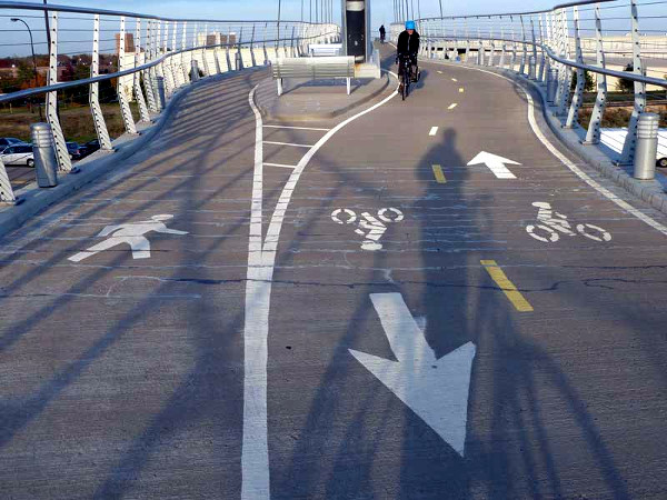 Multi-use path pavement markings (Image Credit: American Trails)