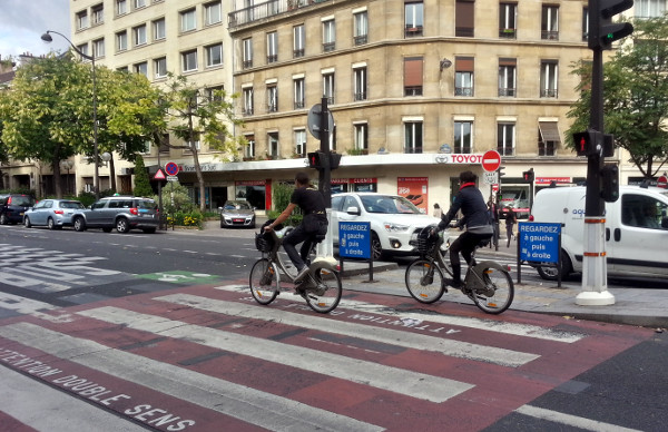 Cyclists riding Velib' bikes in Paris (RTH file photo)