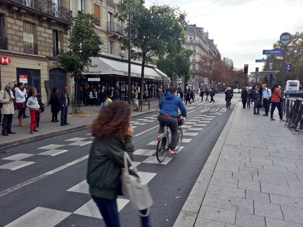 Cyclists riding in dedicated bus lane in Paris (RTH file photo)