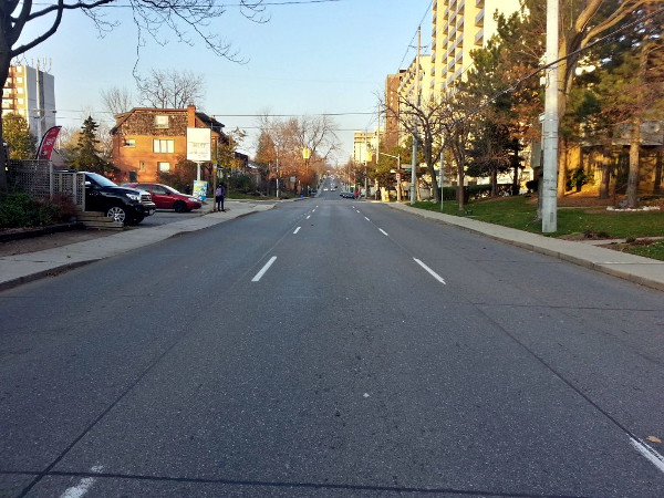 Queen Street South between green waves during afternoon rush hour (RTH file photo)