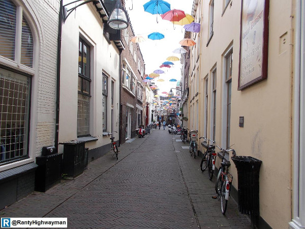 Alleyway cleaned up for cycling (Image Credit: Ranty Highwayman)