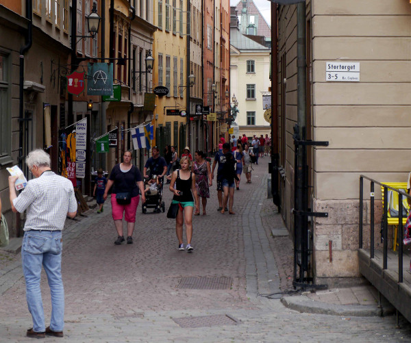 Pedestrian business district in Stockholm (Image Credit: Toodleoo)