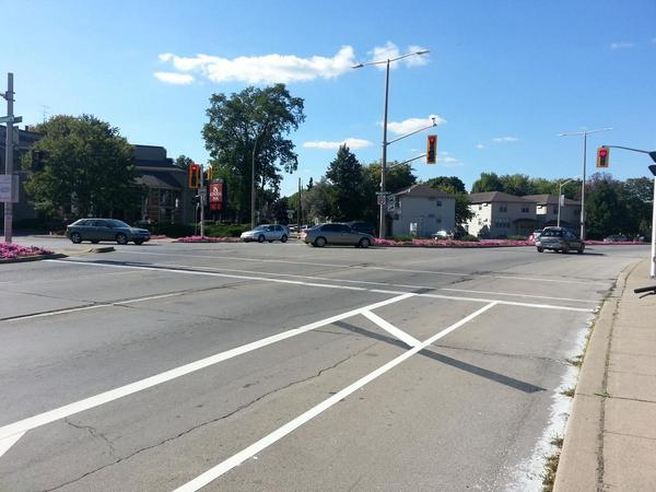 No obvious way to turn from York bike lane onto Dundurn bike lane (RTH file photo)